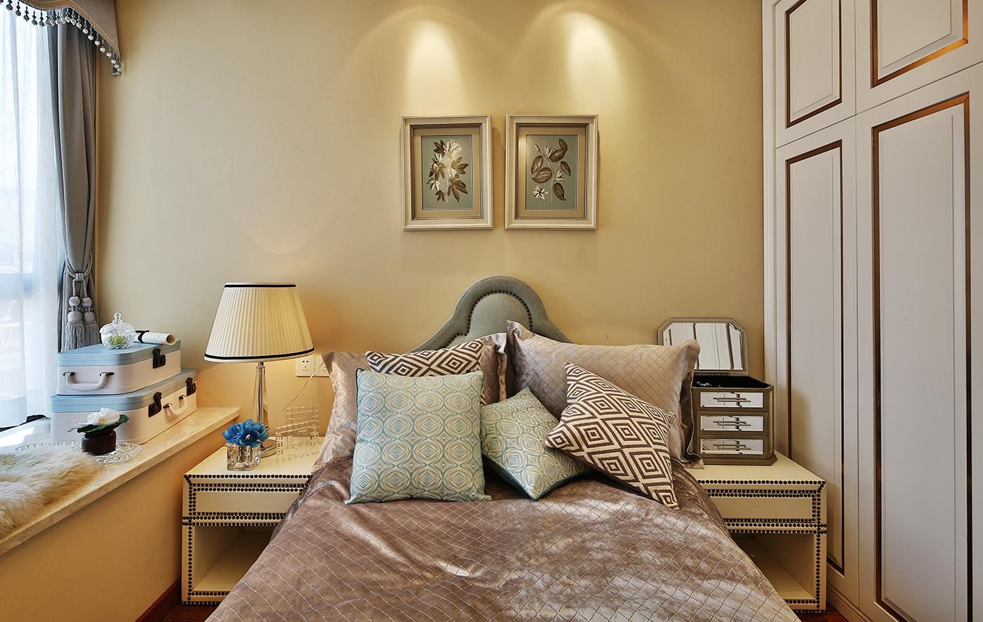现代欧式风三居床头背景墙装修效果图
