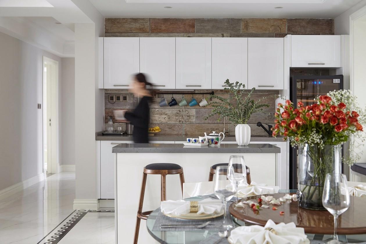美式三居厨房吧台装修效果图