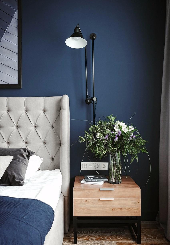 现代风三居室装修床头一角