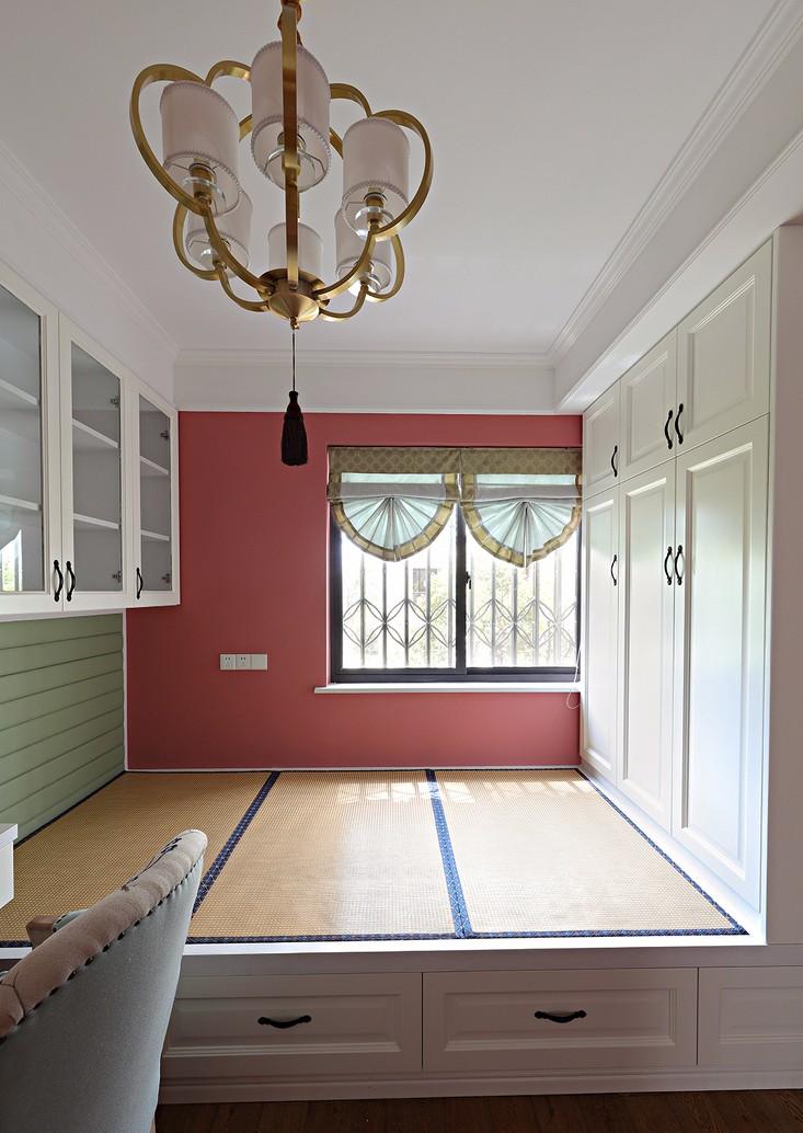 法式风格三居榻榻米卧室装修效果图