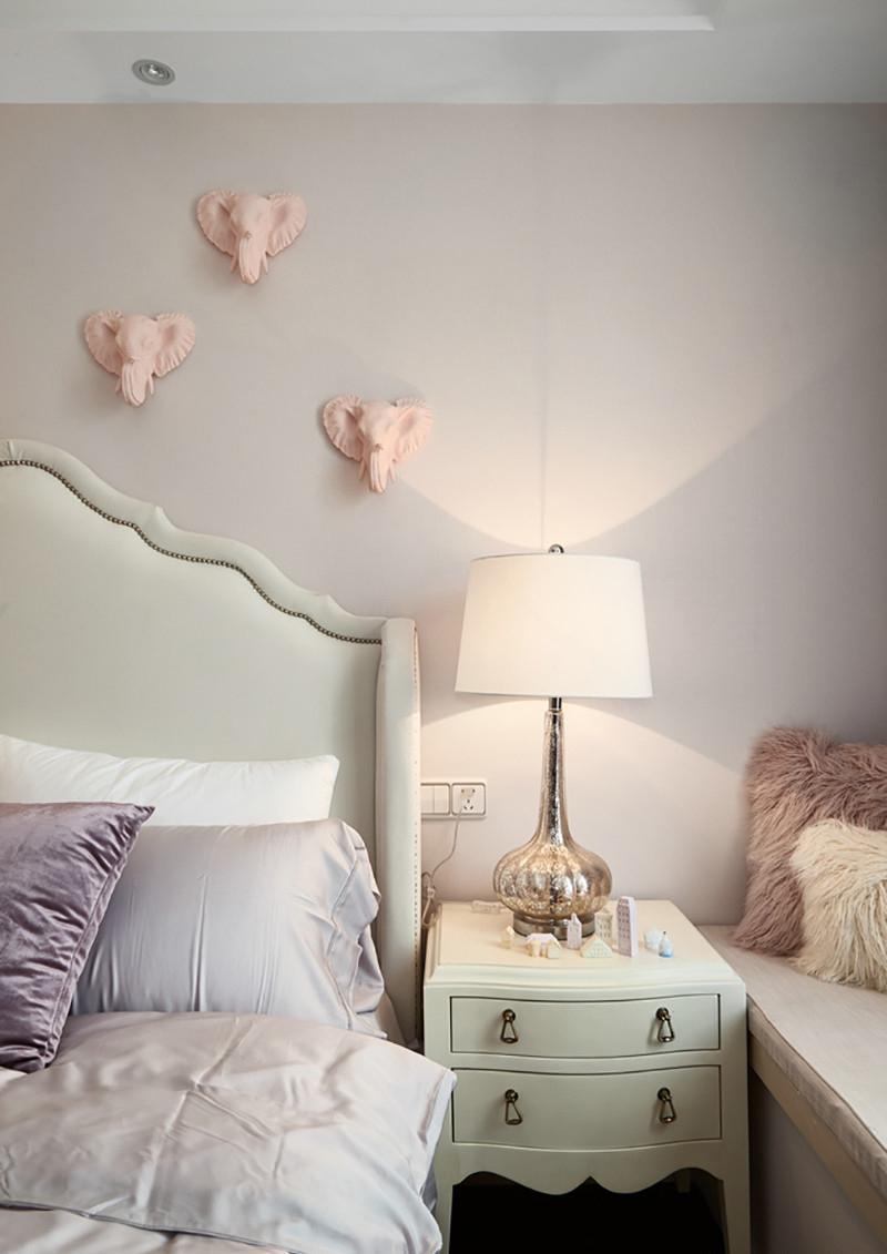 三居室美式风格装修床头柜效果图