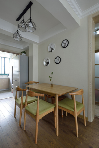 现代简约风二居装修餐厅背景墙设计图