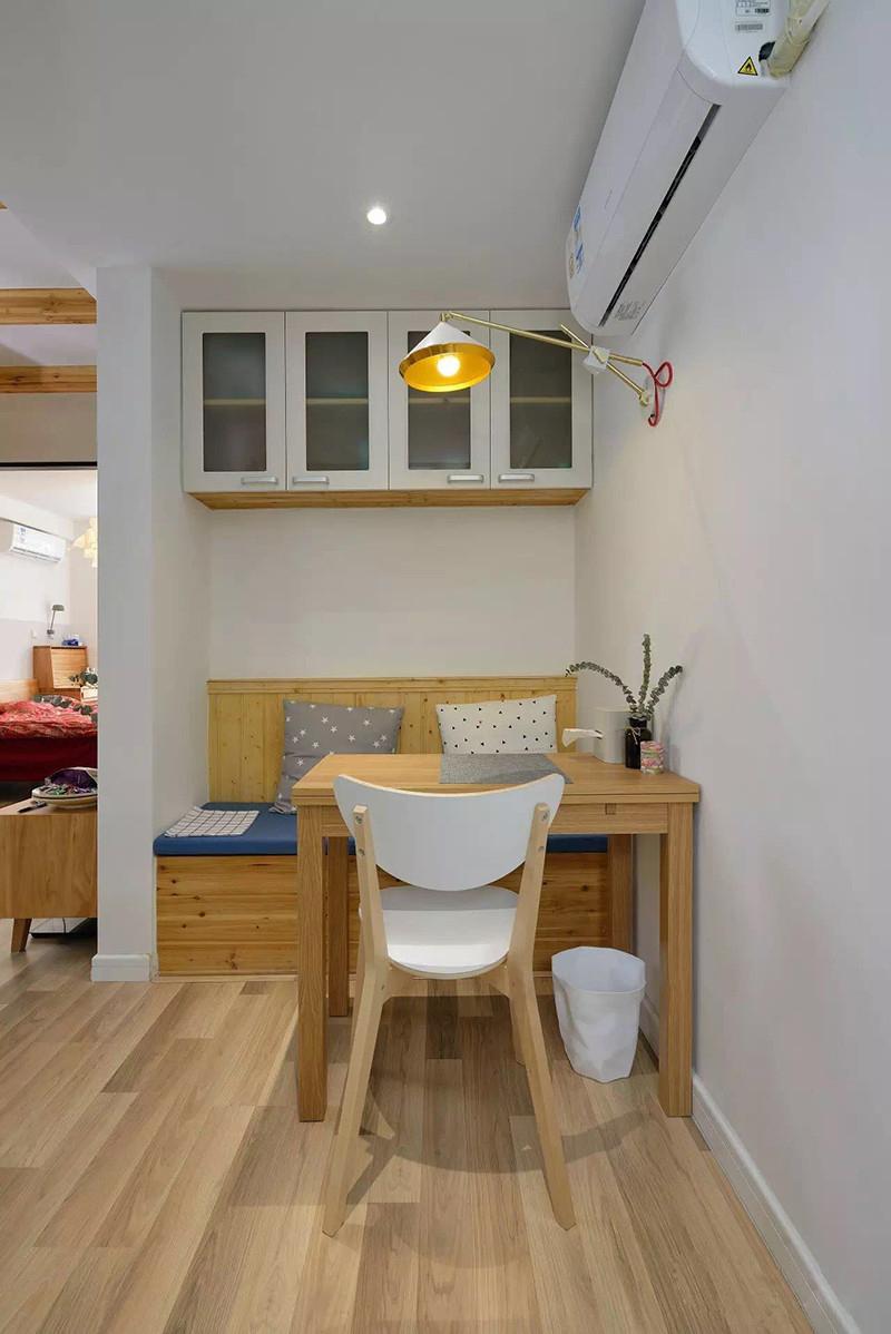 小户型两居室装修壁灯效果图