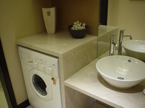 方买进的洗衣机,一齐竟放阳台和还是放保健间好?85%的人做错了!