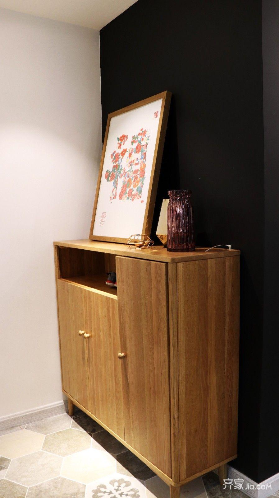 160平简约风格三居装修玄关柜设计图