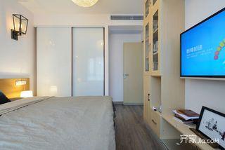 简约风格两居室装修衣柜设计图