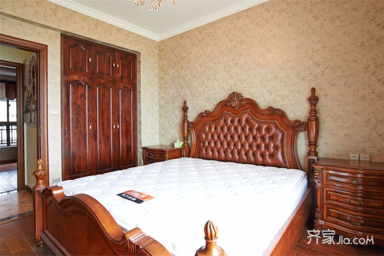美式风格三居卧室装修设计图