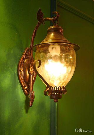 美式风格三居装修壁灯特写