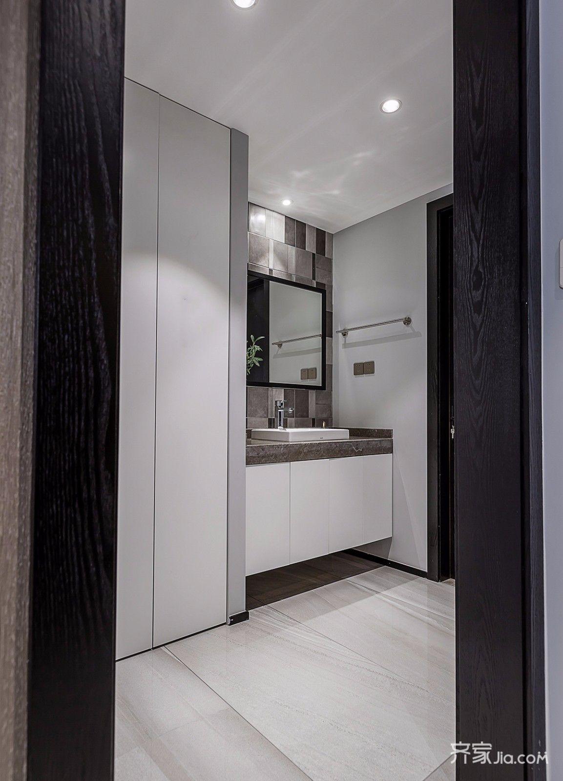 现代简约风格四居卫生间装修效果图