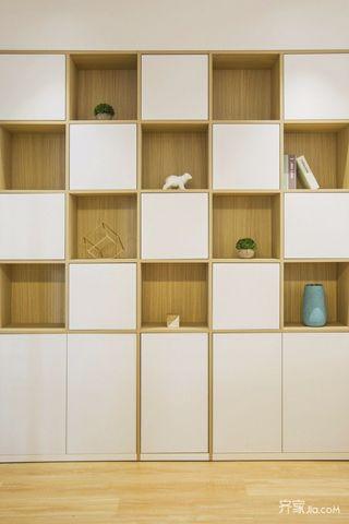 95平原木简约三居装修收纳展示柜设计图