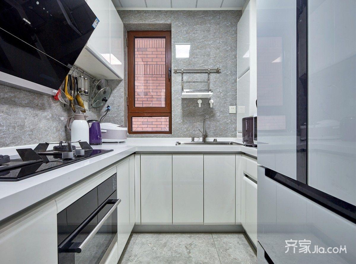 现代混搭三居室厨房装修设计图