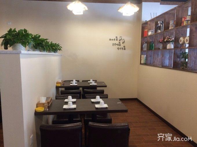 95平米韩国料理店装修餐厅隔断设计