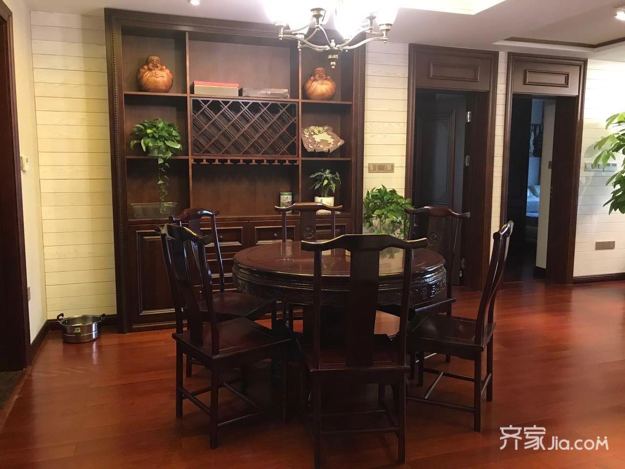 中式三居室装修餐厅壁柜图片