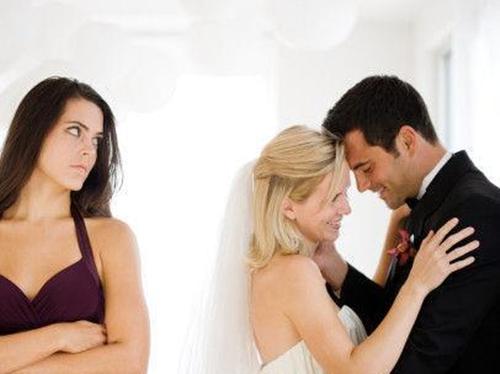 婚内出轨触犯法律吗 自己在婚内出轨了怎么办