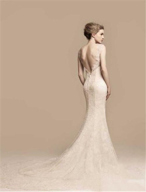 結婚禮服后面的設計推薦用跑步機的尺寸穿結婚禮服