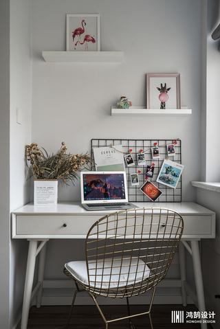 90平三居装修书桌图片