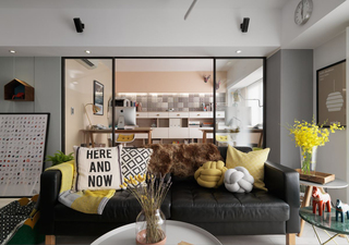 清新北欧风二居装修玻璃门隔断设计