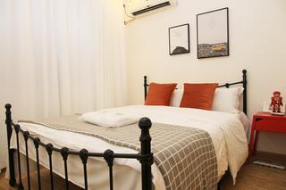 北欧简约三居室公寓装修铁艺床设计图