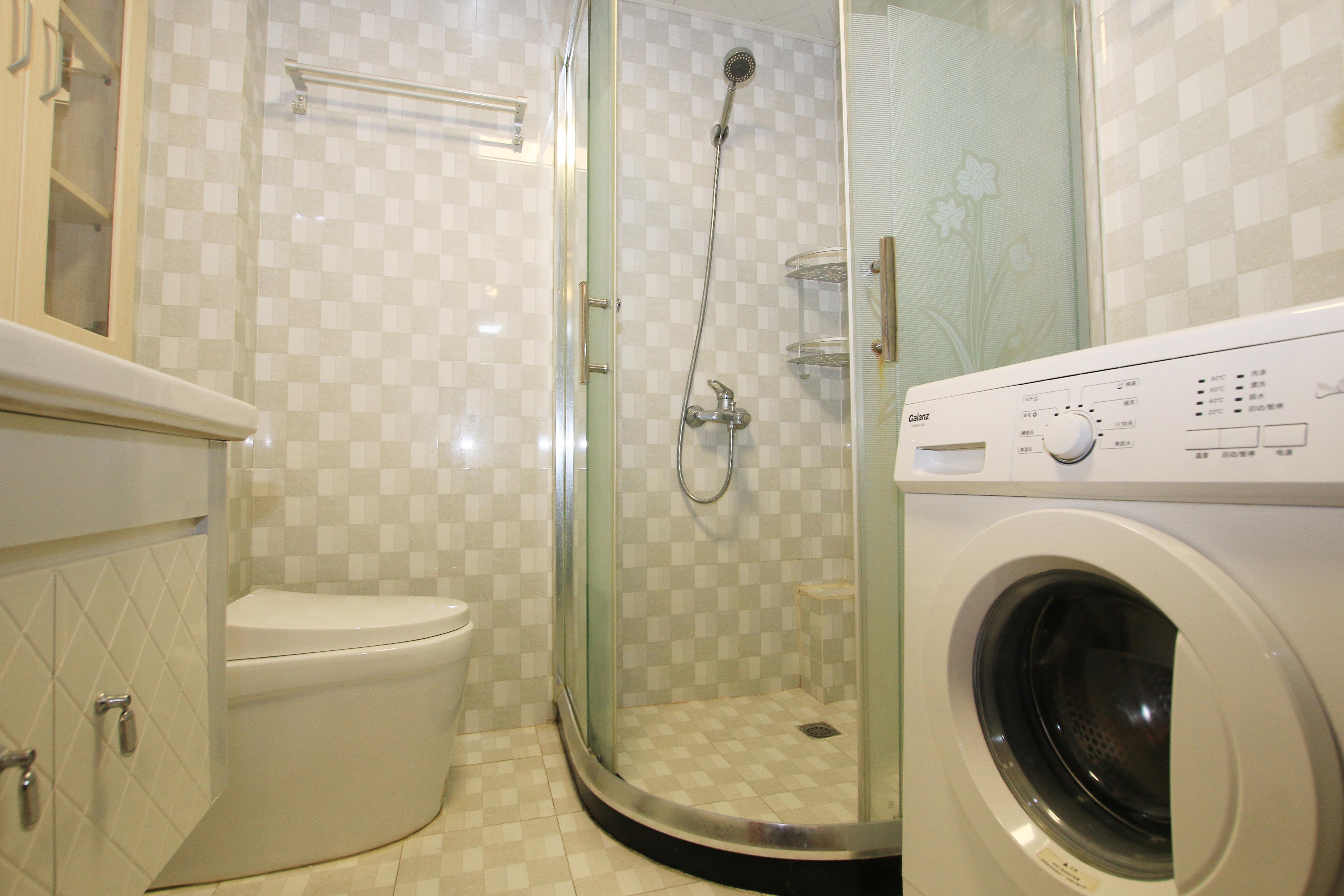 85㎡现代风格二居室装修淋浴室设计
