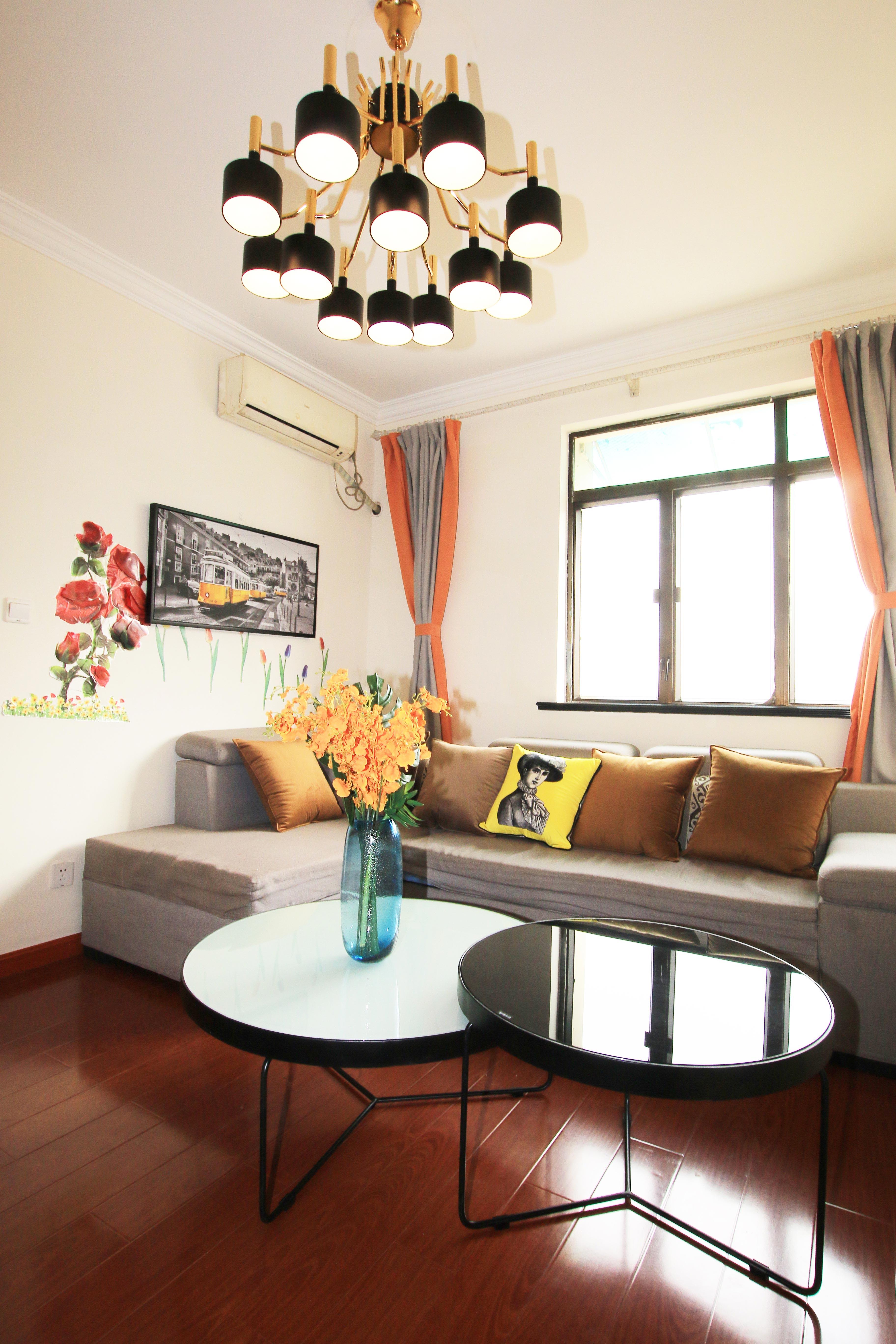 85㎡现代风格二居室装修茶几效果图