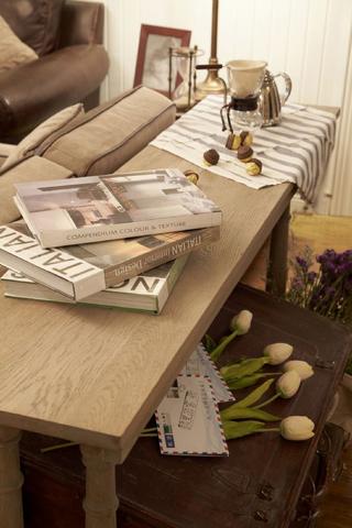 美式田园风格三居装修沙发边桌设计图