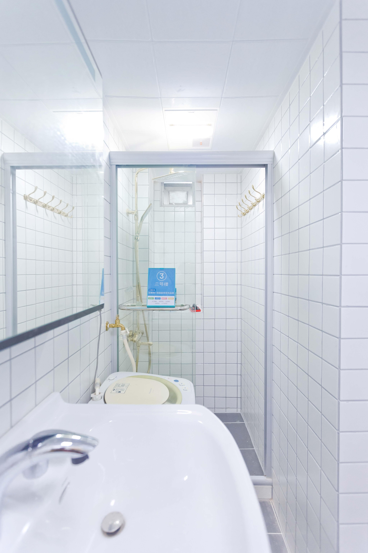 40平小户型简约卫生间装修效果图