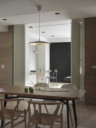 145平现代原木风装修黑白墙设计图
