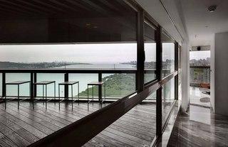 165平三居室公寓阳台装修效果图