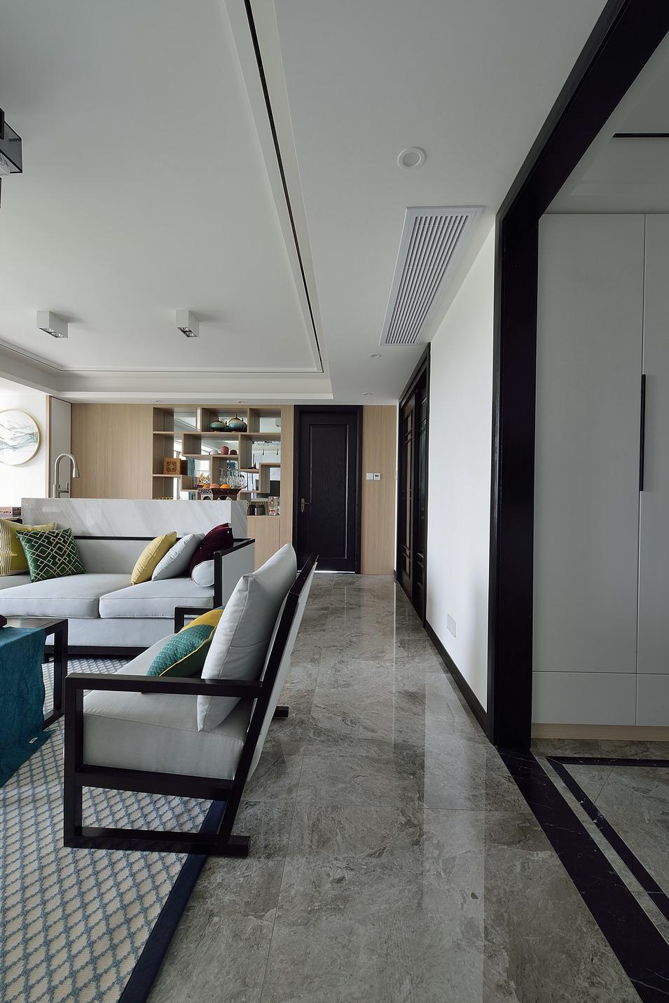 新中式风格三居室装修客厅过道