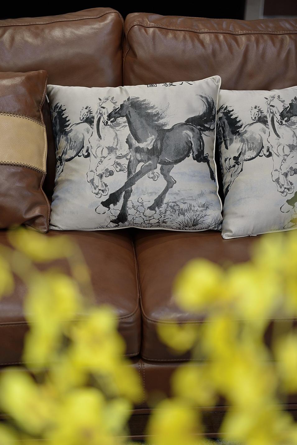 170平现代简约复式装修沙发抱枕细节图