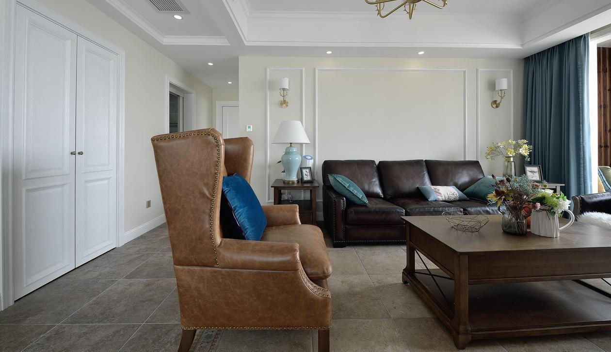 140平简美三居装修老虎椅设计图