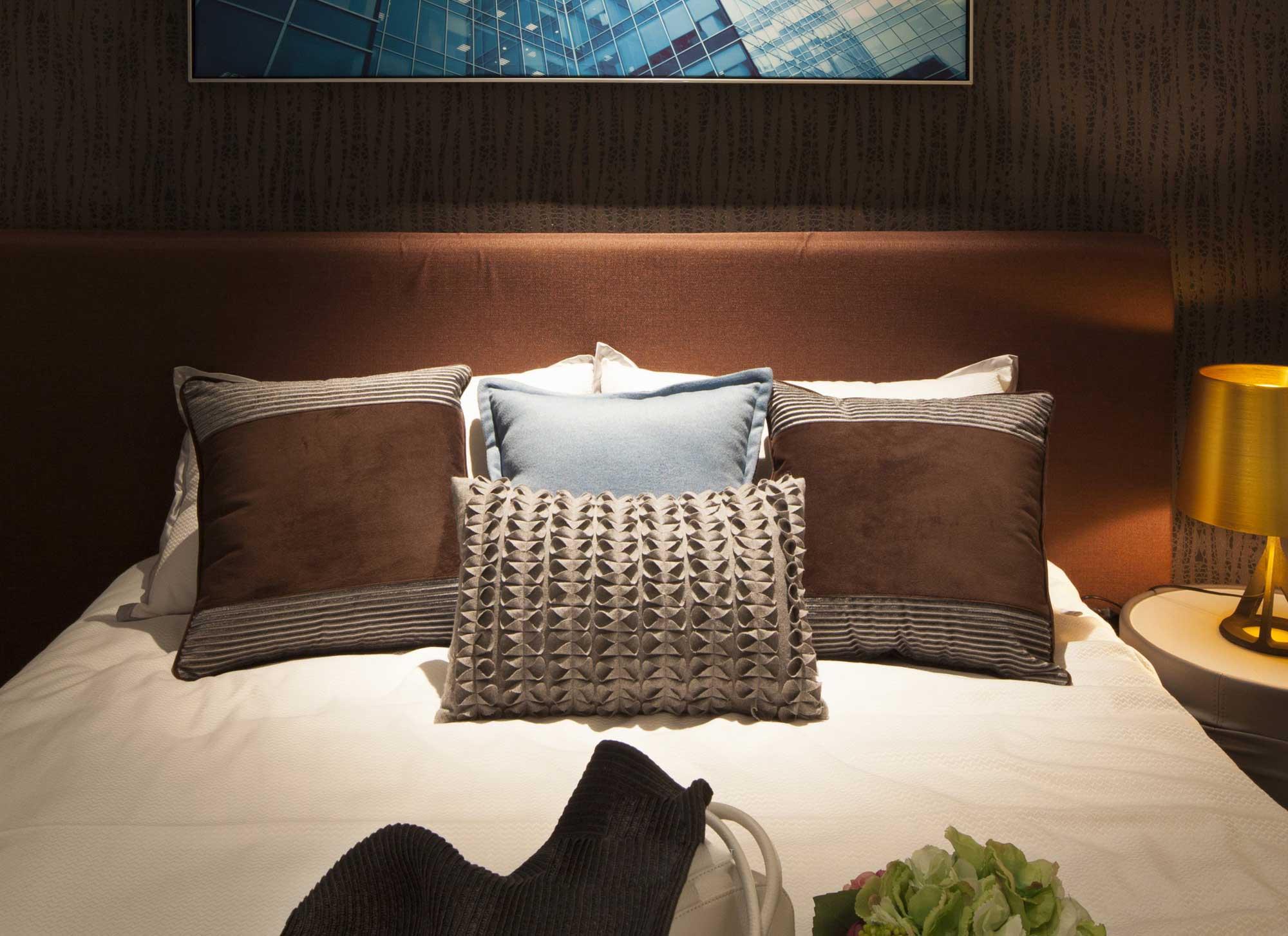 现代北欧风格二居装修床品搭配图