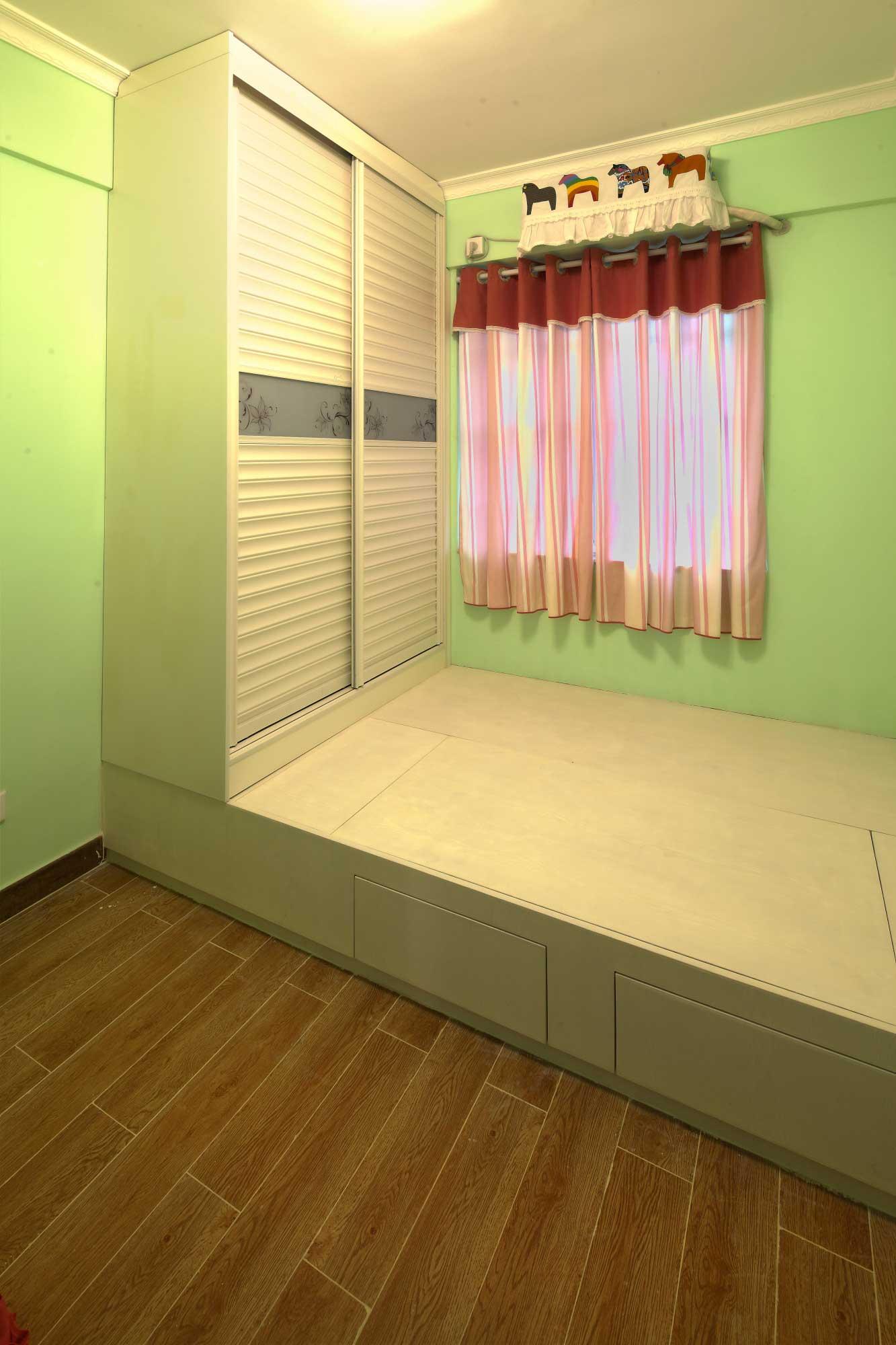 地中海风格二居室装修榻榻米卧室设计图