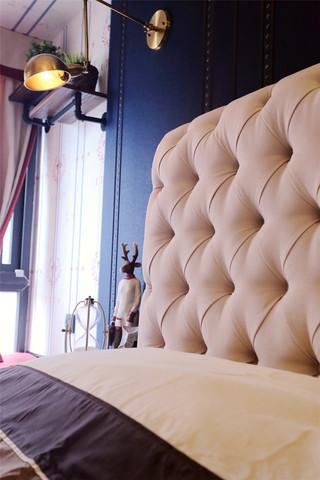 95平混搭风格三居装修床头软包设计图