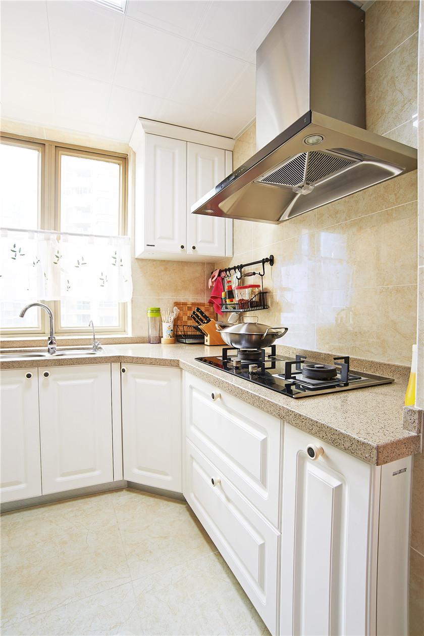 现代简美风格三居厨房装修效果图