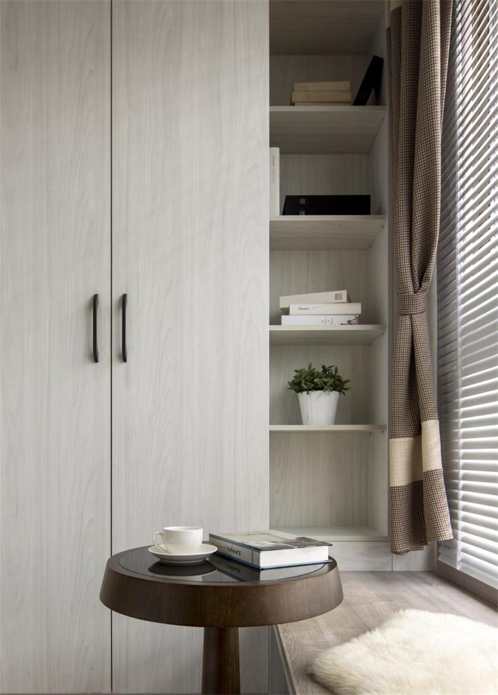 125平美式风格二居装修飘窗一角