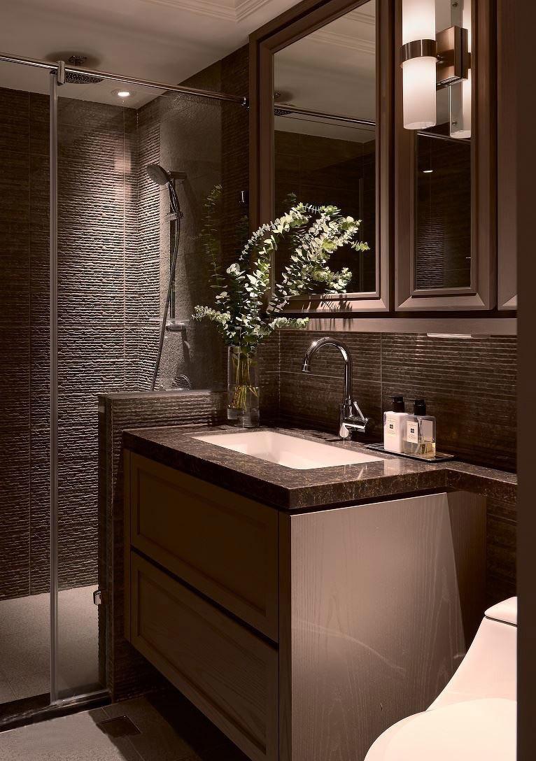 140平米三居室卫生间装修设计图
