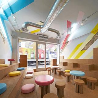 色彩明快的奶茶店设计图