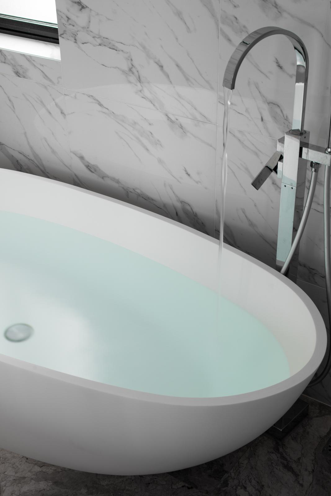 143平现代简约三居浴缸设计图