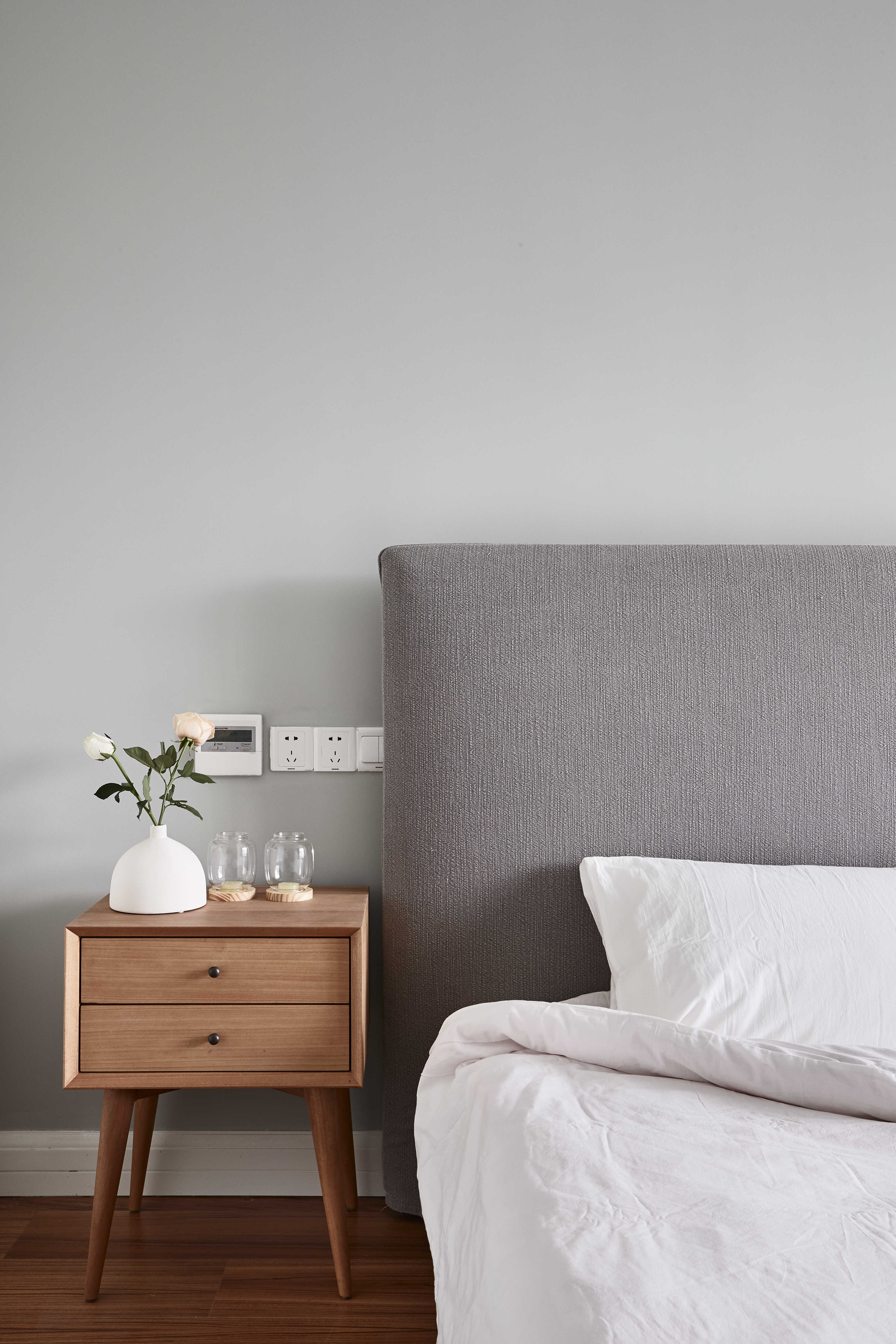 136平自然简约风装修床头柜设计图
