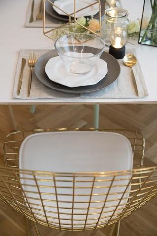 自然北欧风三居装修餐椅设计图