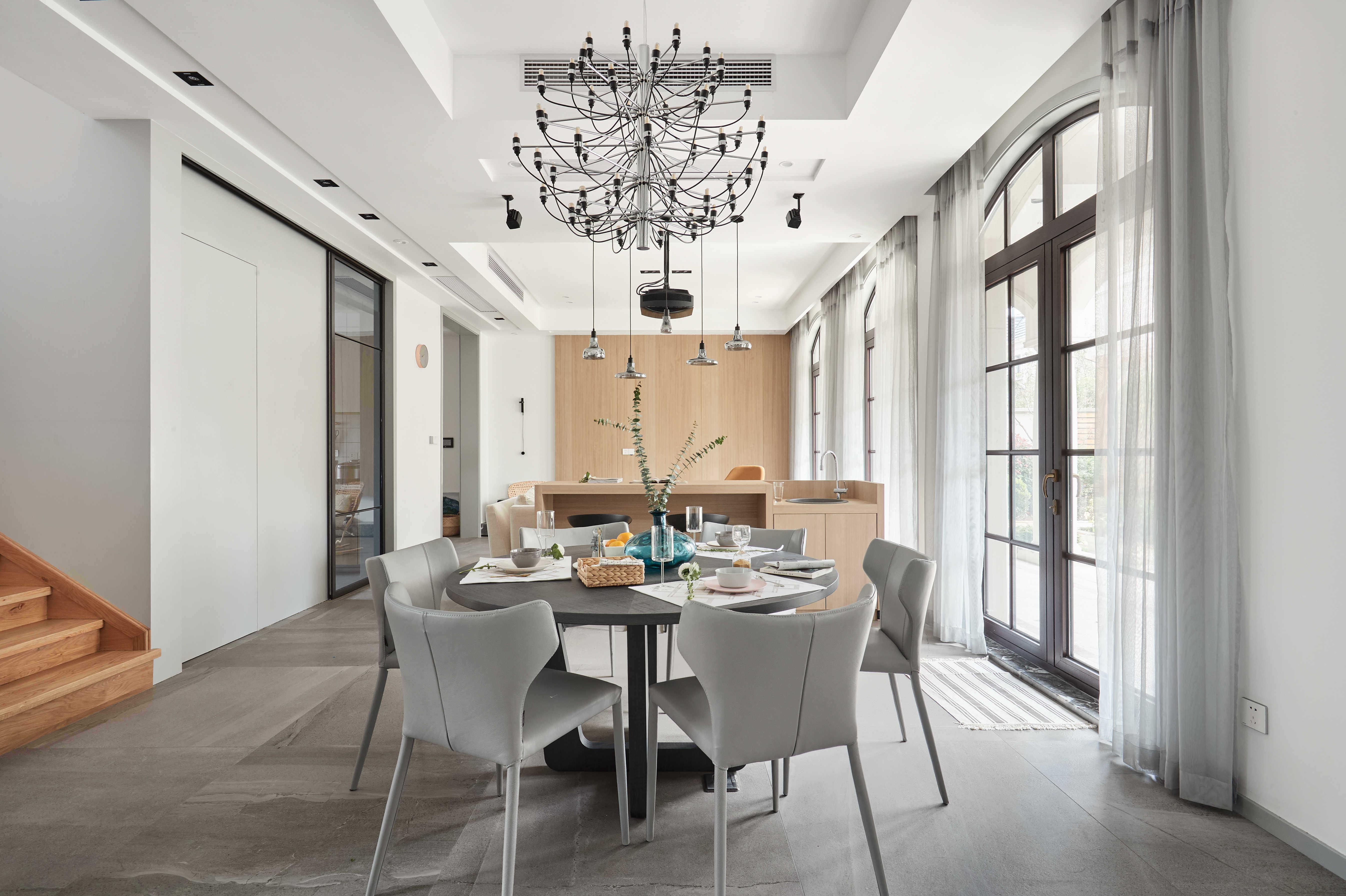 大户型休闲四居室餐厅吊顶装修效果图
