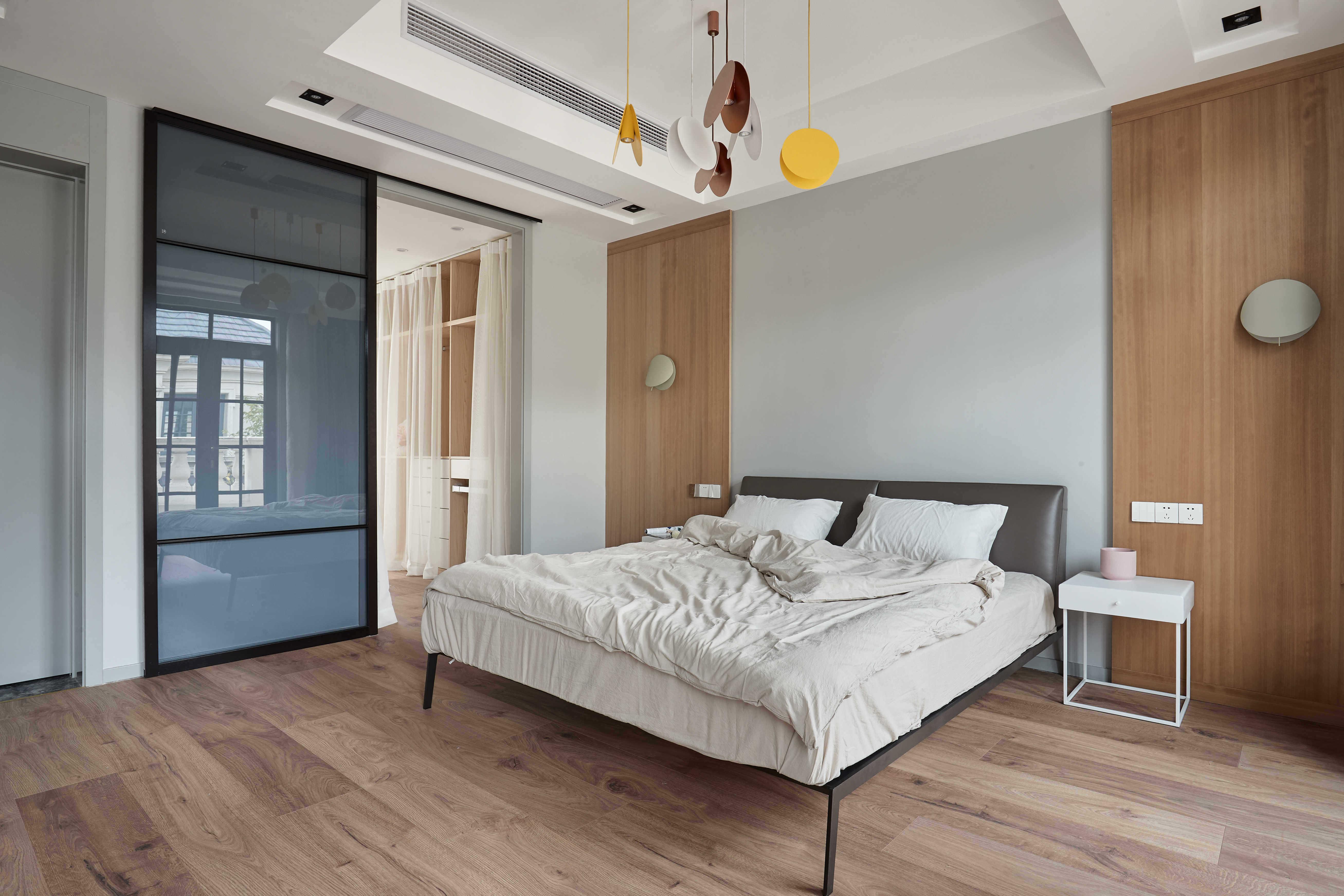 大户型休闲四居室装修卧室背景墙设计图