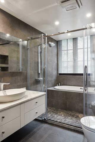 大户型休闲四居室灰色系卫生间装修效果图