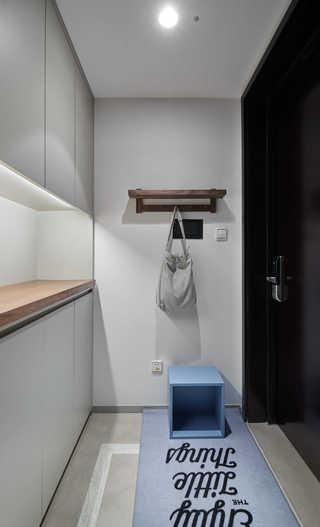 简约休闲三居室玄关装修效果图
