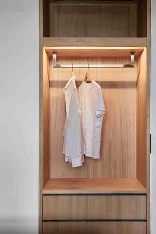 台式简约风二居装修衣柜设计