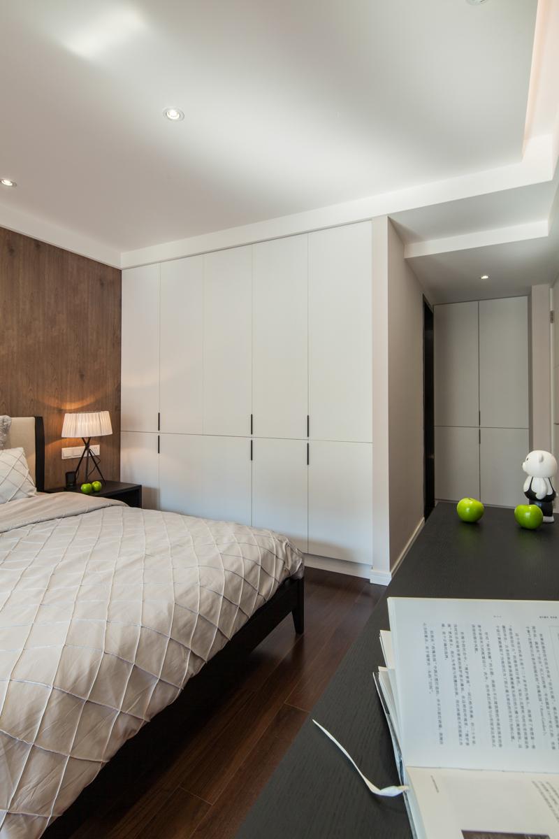 90平现代简约风格装修白色衣柜设计图
