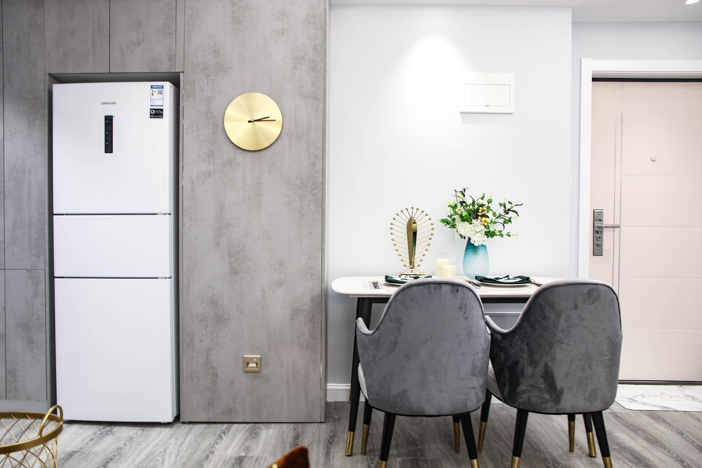 现代轻奢一居室餐厅装修效果图