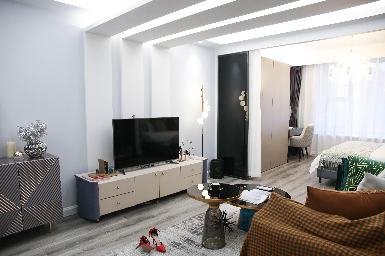 现代轻奢一居室客厅吊顶装修效果图