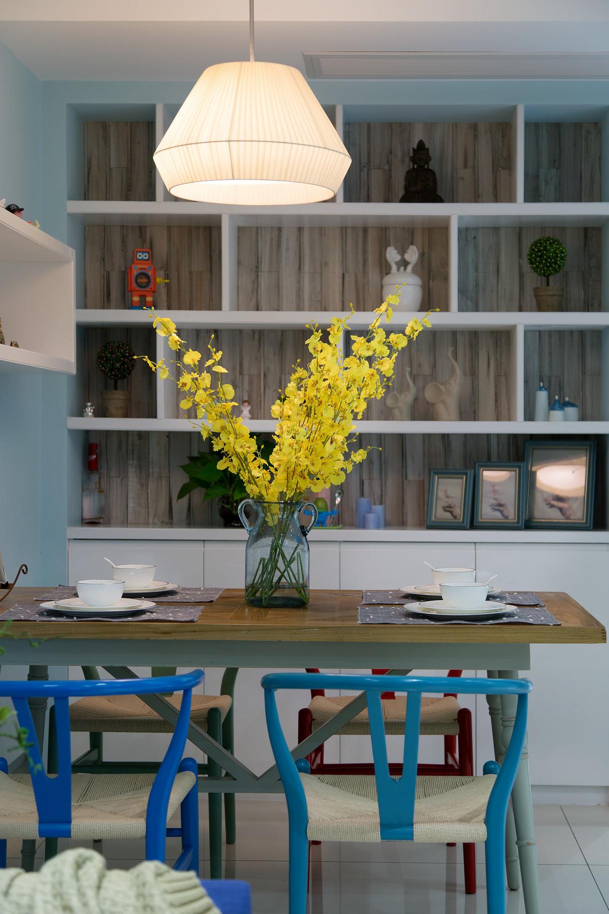 小户型清新北欧风装修餐边展示柜设计